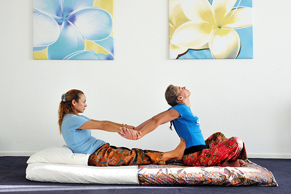 natascha voert thai yoga massage uit Lilawadee Massage & Communicatie